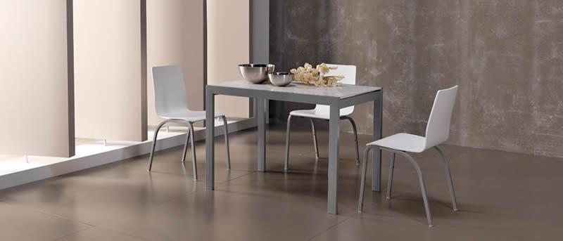 Mesas y sillas de cocina cocinas luan for Sillas cocina transparentes