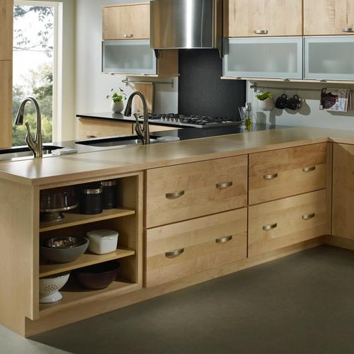 Materiales de muebles de cocina cocinas luan for Modelos de puertas de madera para cocina integral